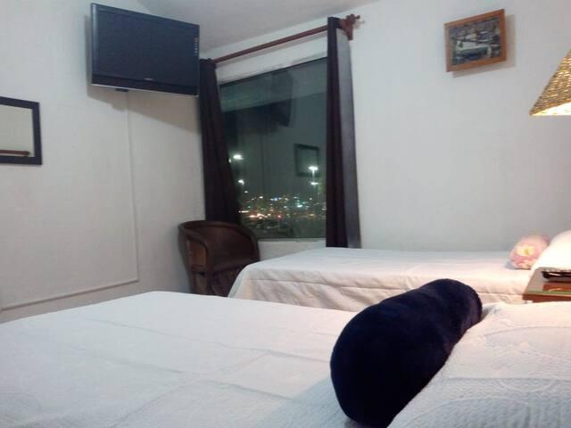 Habitacion comoda y tranquila ,exelente ubicacion.