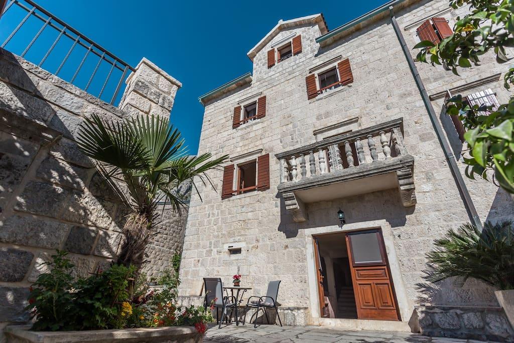 Main entrance in Villa Dena