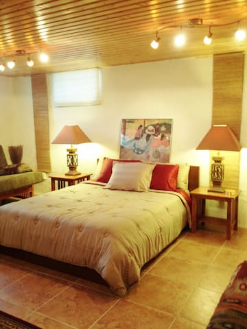 Spacious Lower Level Room-Private Bath, Kitchen,