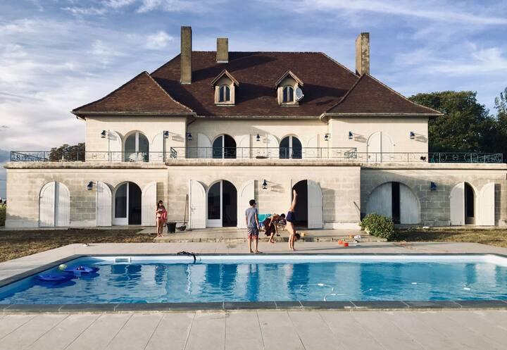 Chambre privée dans belle propriété avec piscine