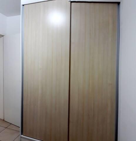 Apto 2 quartos, semi mobiliado