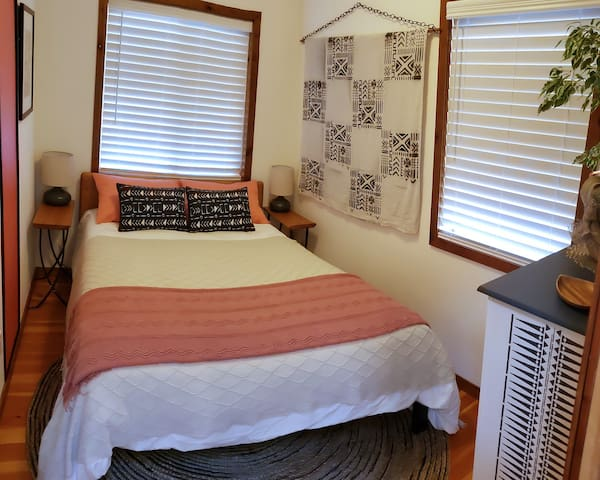 Small bedroom with full bed