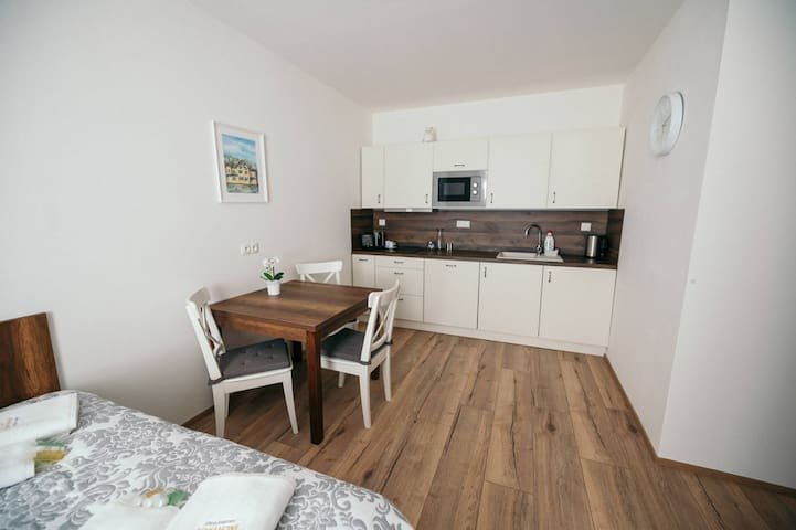 "Cosy & Peaceful 3 Bed Apartment ""Blatenský Vrch"""