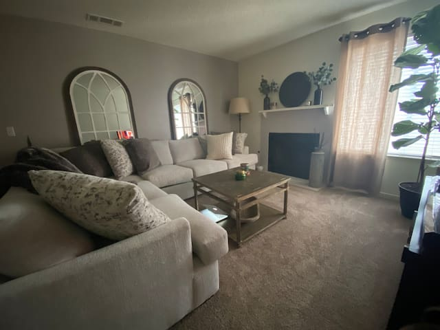 Modern & Cozy Space in North Fresno