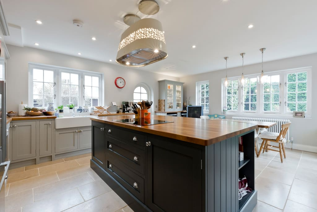 Kitchen: Modern and high spec yet classic