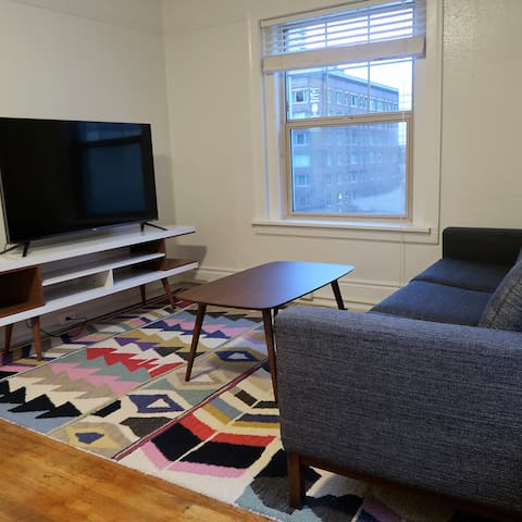 Incredible Location, Center of All Seattle Offers!