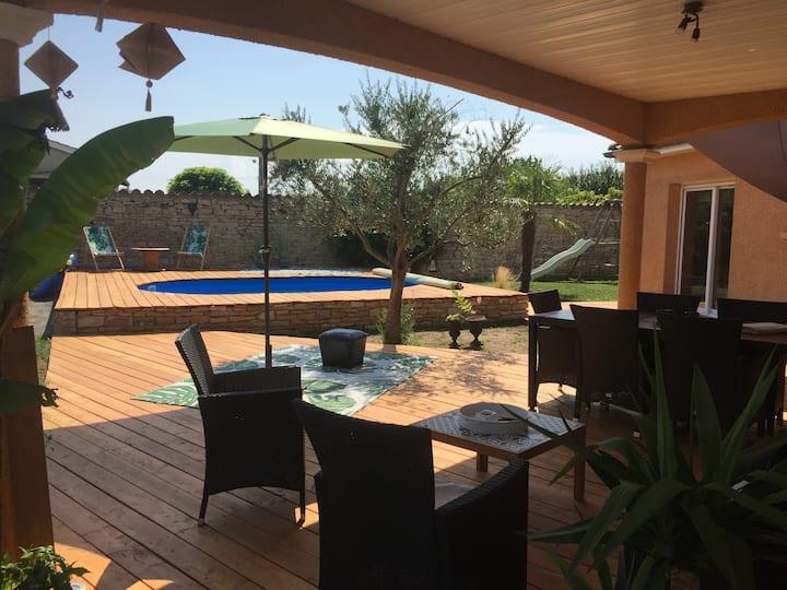 Mâcon, BOURGOGNE - Maison calme avec piscine