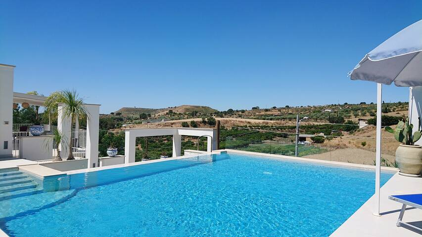 PRUNELLE bel appartement duplex piscine-jacuzzi