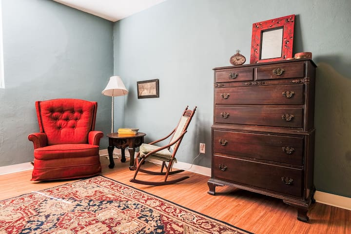 Charming 2 BR Apartment Near Downtown - Knoxville - Lejlighed