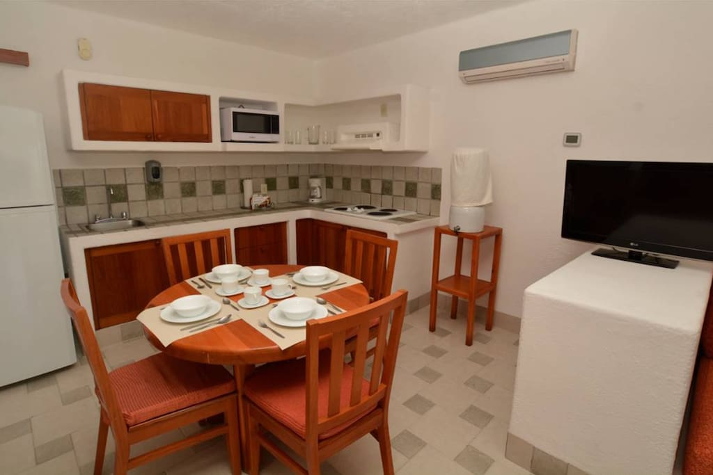 Kitchen and set for 6 people