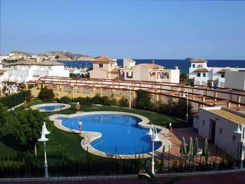 Duplex con piscina privada a 100 mtrs. de la playa
