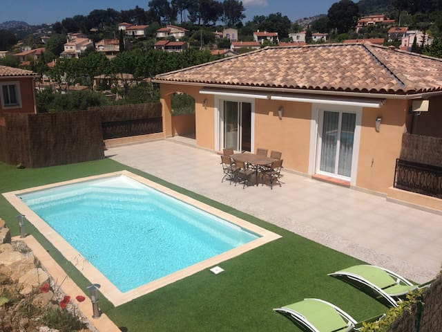 Villa avec piscine privative ollioules houses for rent for Piscine ollioules