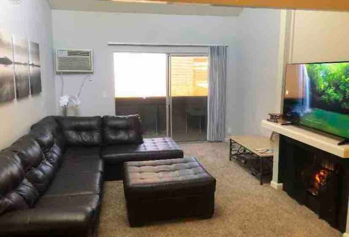 1 bdrm spacious apt w/ Sparkling pool & hot tub