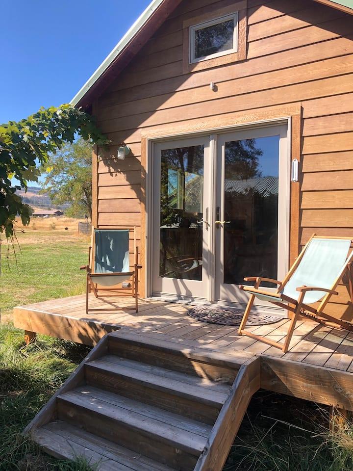 Scenic Maupin  Farm Tiny House