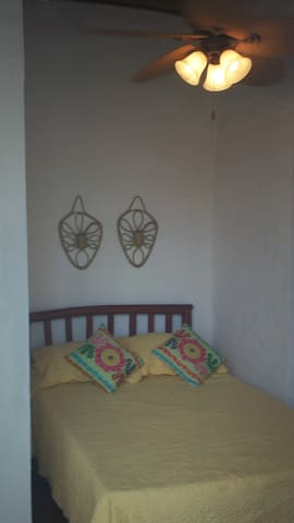 Room G single double bed - San Carlos District - Appartement