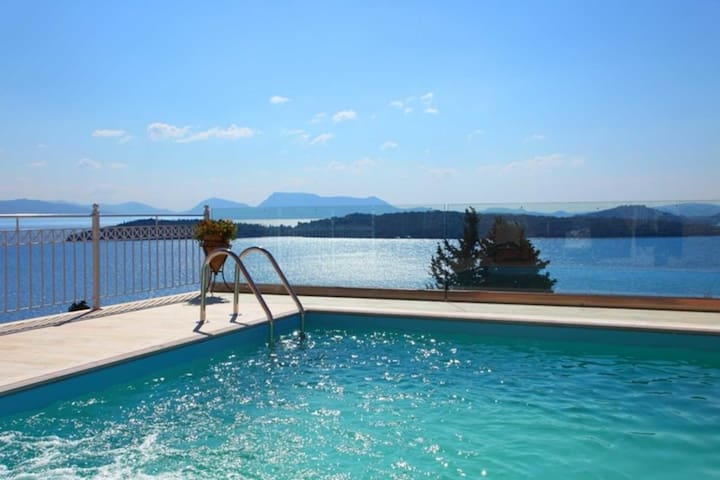Villa Myrtis, Brand new villa with stunning view close to the beach - Lefkada - Casa de camp