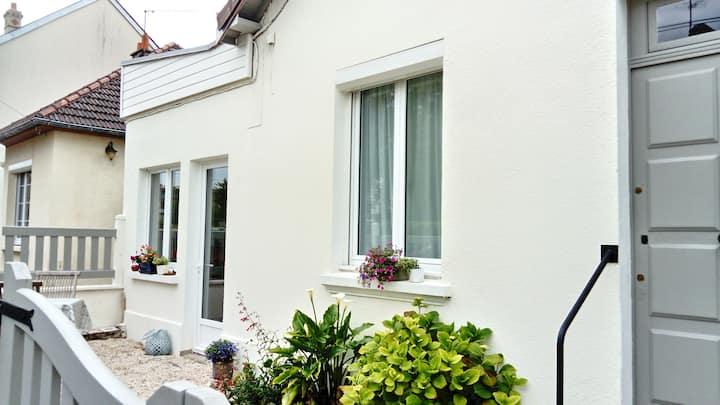 Caen, au calme maison annexe  2 pièces + jardinet