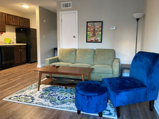 Remarkable 1 bdrm  1 bath in Central Columbia.