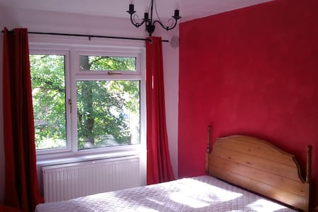 Double room in spacious duplex appartment - Lymm