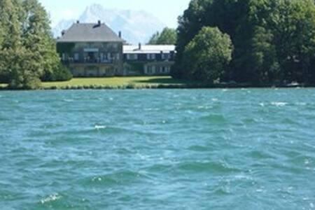 Château en bord de lac privé  Alpes - Rumah
