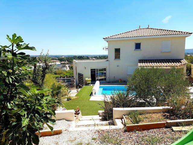 Villa moderne avec piscine - Cournonsec - Hus