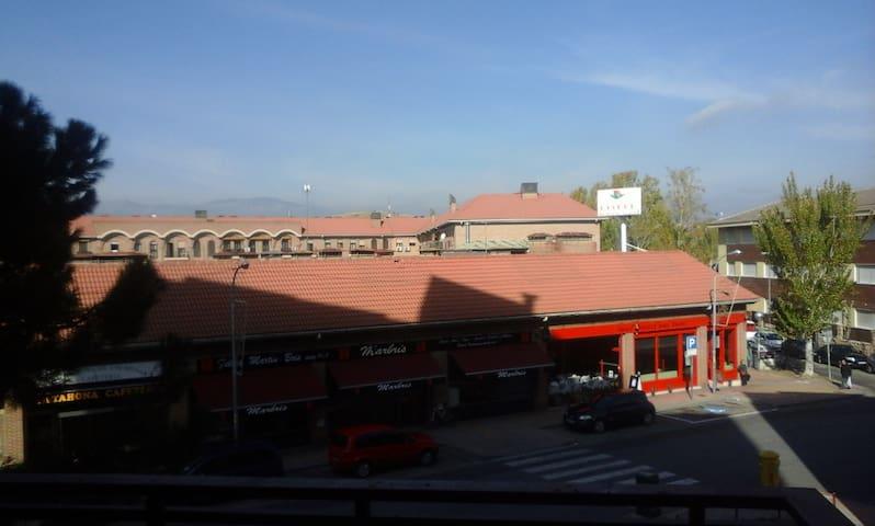Cerca Madrid y Sierra (a elegir) bien comunicada. - Colmenar Viejo - Apartment