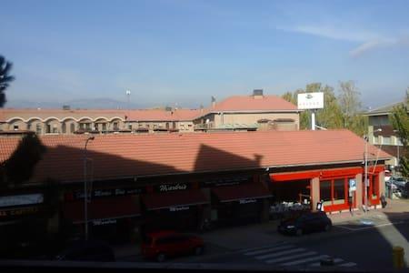 Cerca Madrid y Sierra (a elegir) bien comunicada. - Colmenar Viejo