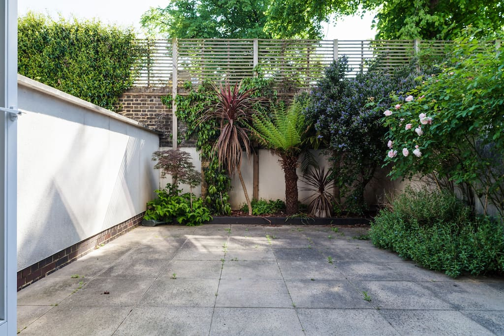 Enjoy the rarity of having 2 gardens in this part of London!