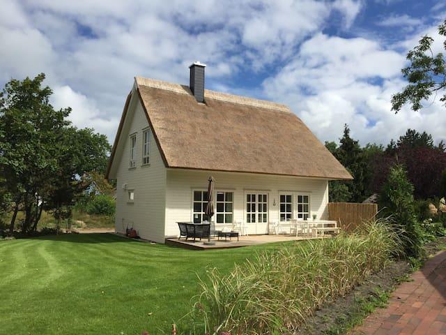 Neues Ferienhaus mit Kamin und Paddelboot (Darß) - Wieck a. Darß - House