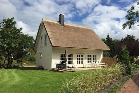 Neues Ferienhaus mit Kamin und Paddelboot (Darß) - Wieck a. Darß - บ้าน