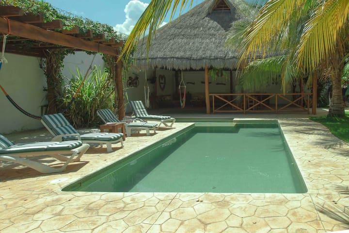 Hermosa casa privada con jardín enorme y alberca