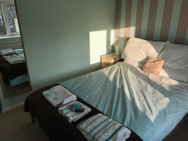 Double bedroom in a private house - Culcheth - House