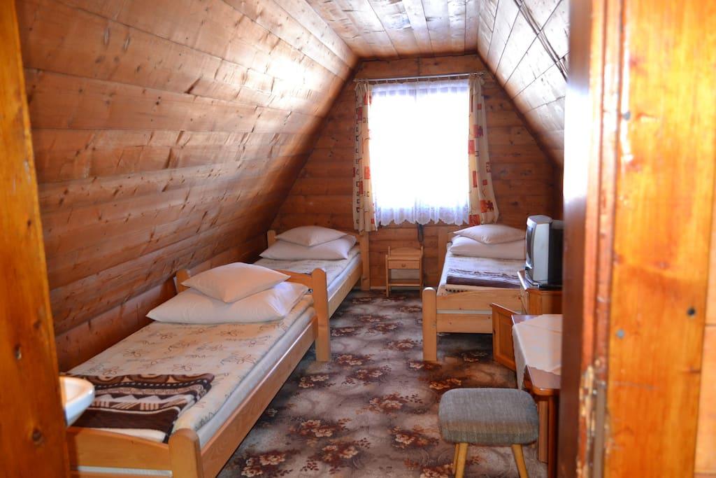 Pokój nr 12, II piętro, 3 osobowy