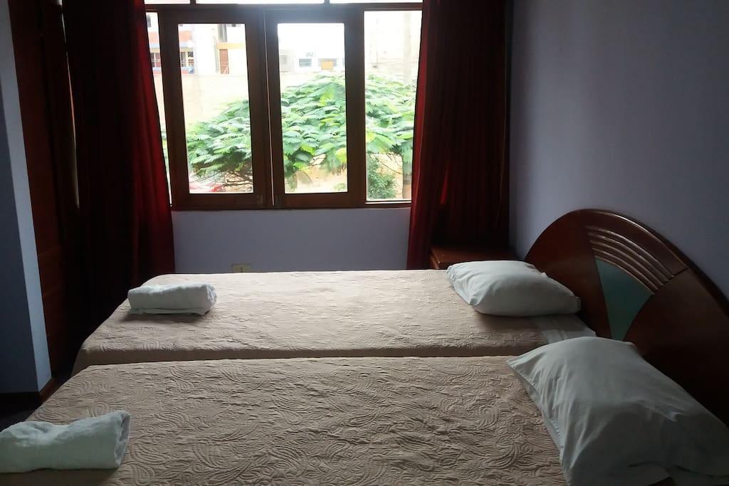 Twin bedroom / Habitación doble