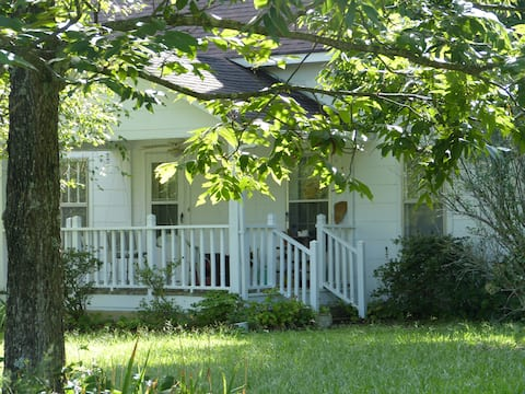 Cozy 1890s Farm Cottage, fully modernized.