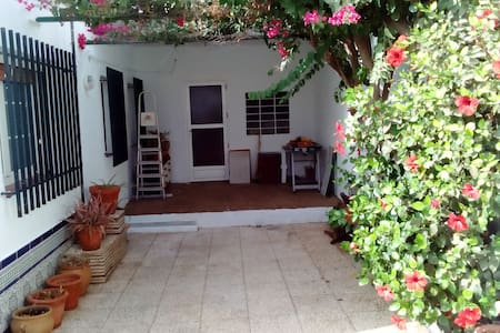 Family home with large yard and 10 km from the sea - Pulpí - House