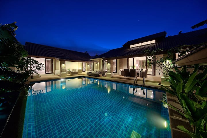 Samui home swimming pool & staff.