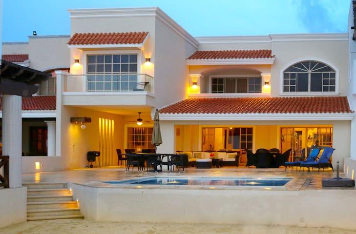 Hermosa Casa a la Orilla del Mar con A/A y Mirador