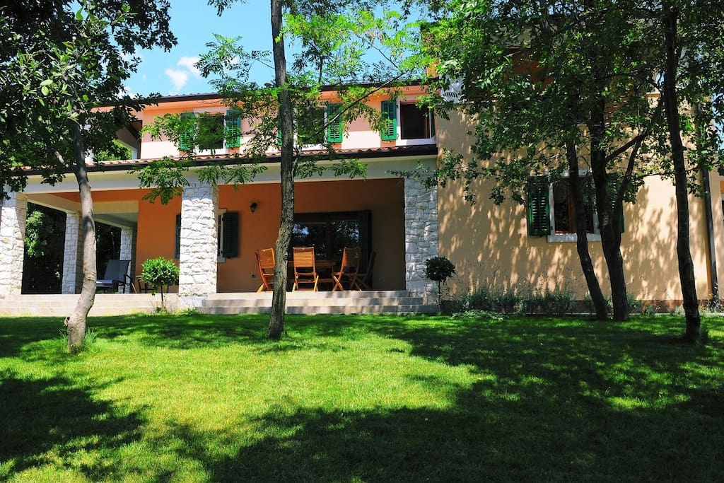 Very nice villa Ana Vlakovo with communal pool, surrounded by beautiful nature.