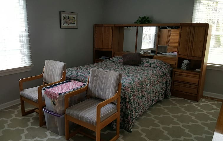 Elegant Oaks gated secure comfort - Salem