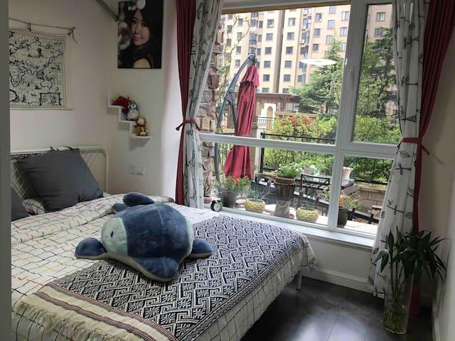 一楼卧室,1.8米宜家大床