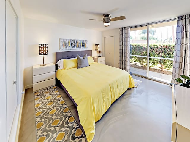 A California king bed awaits in the 2nd bedroom.