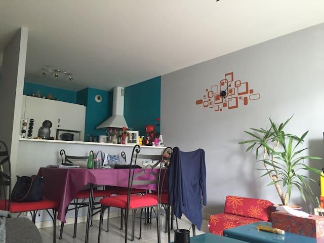 Belle chambre proche RER Vaujours - Vaujours - Apartment
