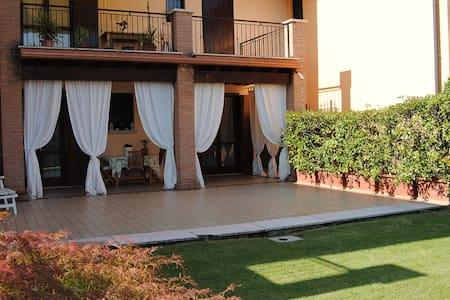 Bilocale con ampio portico e giardino - Castel Mella