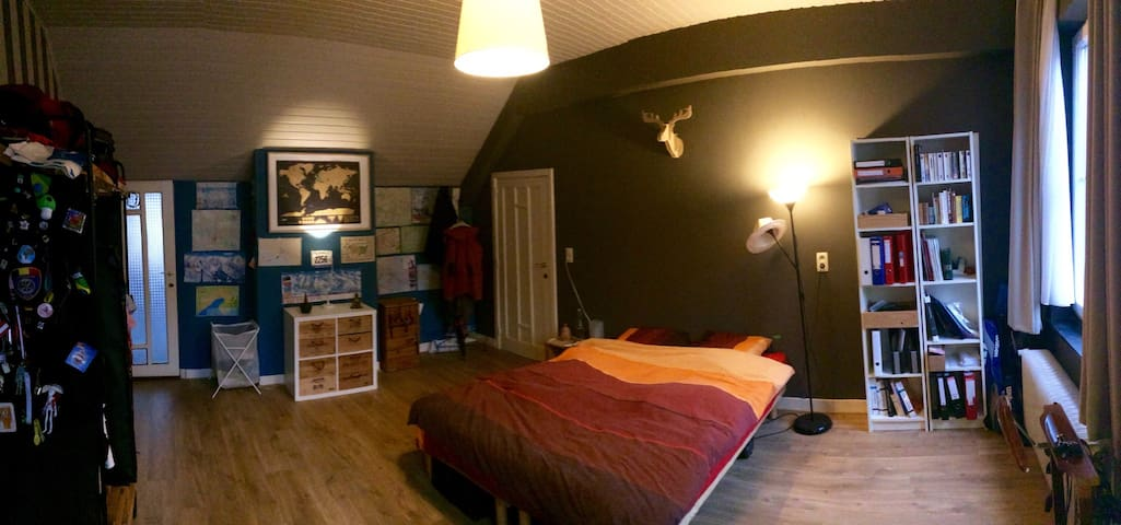 Spacious room in the city center - Bruxelles - Casa