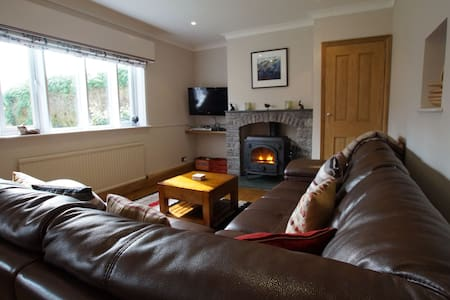 FORRESTERS COTTAGE, Satterthwaite, South Lake District - Satterthwaite - Hus