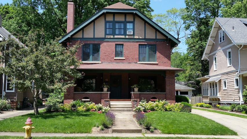 Private bed & bath in the heart of Highland Square