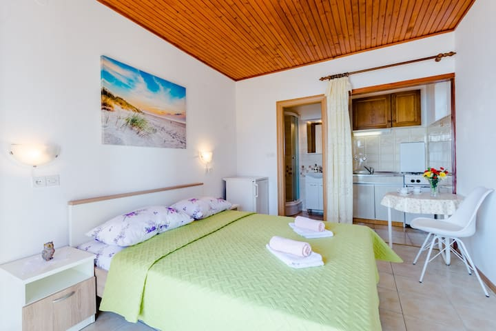 Rooms Sani - Double Room with Terrace and Sea View (S3)
