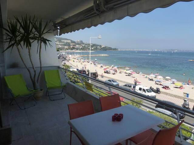 Palm beach, 2p avec terrasse les pieds dans l'eau - Cannes