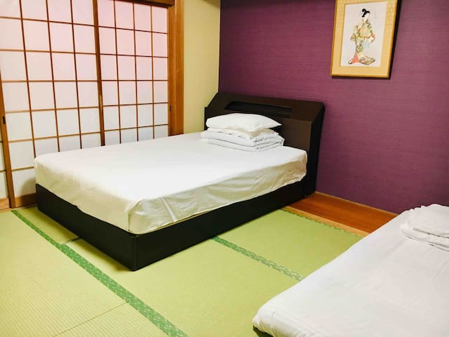 Tatami room (shared shower&toilet)  泉 guesthouse